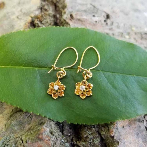 Darling tiny 14k gold vintage buttercup diamond pieced earrings