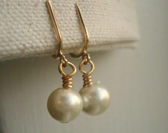 Clip On Pearl Earrings Gold Pearl Clip On Earrings Bridesmaid Earrings Wedding Jewelry