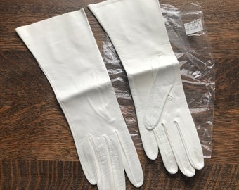 Vintage White Italian Leather Driving Gloves~Mid-Forearm Length~Size 7~Made in Italy~Unused NOS~Buttery Soft~Superior Quality