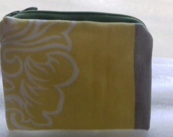 Coin purse zipper pouch.  Handmade item in yellow and green cotton/polycotton.