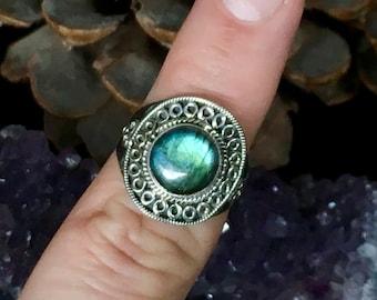 SALE!! Stunning, flashy labradorite, 925 sterling silver, ring
