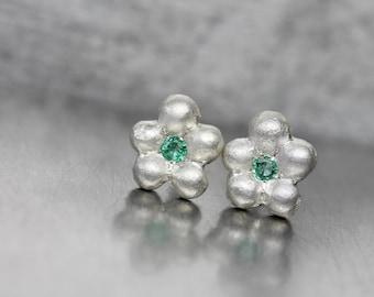 Cute Emerald Silver Flower Stud Earrings Delicate Green Gemstone Blooms May Birthstone Beryl Boho Gift Idea For Her Gardener - Maiblümchen
