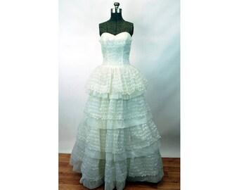 1950s strapless gown white sweetheart neckline shelf bust cupcake tiered ruffled eyelet wedding dress Size S