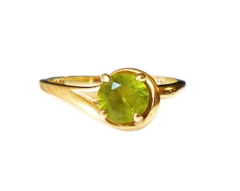 10K Gold Peridot Solitaire Ring - Promise Ring, Engagement Ring, August Birthstone, Vintage Ring, Size 5.25
