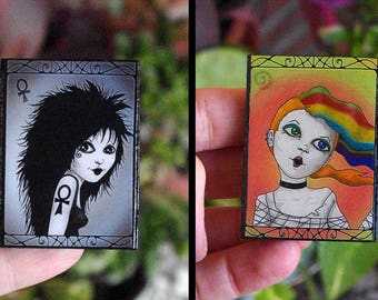 Wooden pin with Death or Delirium illustration. Own version of the characters crated by Neil Gaiman for his Sandman books. One or two pin..