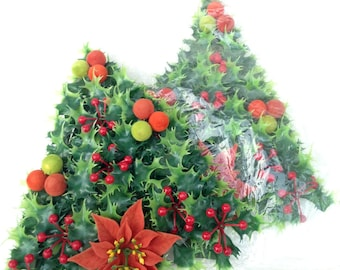 retro holly kelly green Christmas holiday tree door wall decor, flocked red poinsettia berry decorations; yesteryears instant home décor