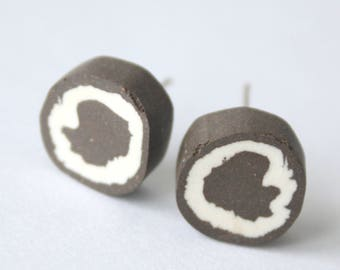 round abstract black and white stud earrings