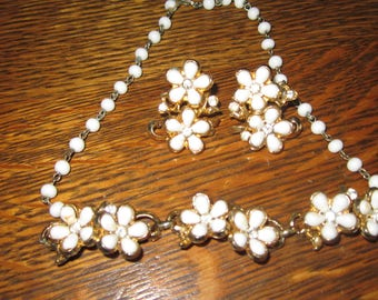 CORO (signed) - Thermoset - Choker Necklace and Earring set- Floral design - White/Gold tone- 1950s -Great conditon-FREE Shipping