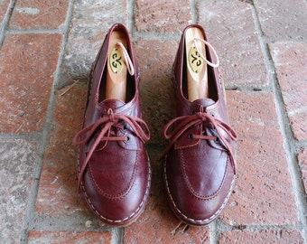 Vintage 70s Womens 8 Leather Quality  Hand sewn Burgundy Gum Sole Oxfords Tie Sneakers Casual Boat Deck Shoes Summer B