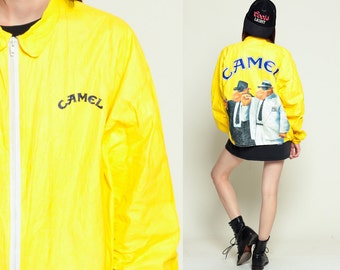 Chaqueta Tyvek cigarrillos CAMEL 90s Cazadora Smoker de Joe Camel capa plástica delgada brillante Hipster Vintage fumar amarillo XL Extra grande