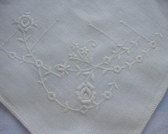 Sweet embroidered white hankie hanky handkerchief flowers machine embroidered