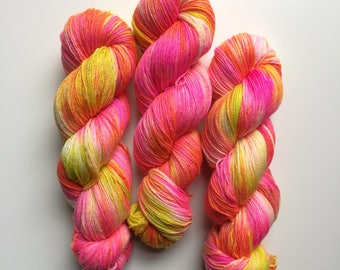Hand dyed sock yar, in Stowlips 4ply finger weight superwash BFL and bamboo 100g. BFL is a British breed.