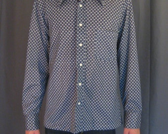 Vintage 1970s Mens Lord & Taylor, The Mens Shop, Poly / 70s Geometric Chicken wire Design, Pointy Collar, Polyester Disco Shirt - Size L