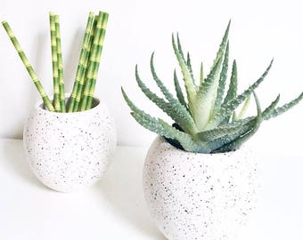 Small planter white speckled black and grey