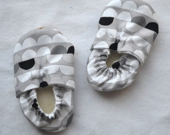 infant grey baby shoes grey white circle baby shoes grey baby shower gift crib booties handmade baby shoes grey baby slippers toddler shoes