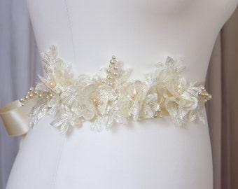 Ivory Bridal sash / Ivory Wedding Lace Sash / Ivory Wedding Belt / Ivory Lace Flowers / Flower Sash / Custom colors