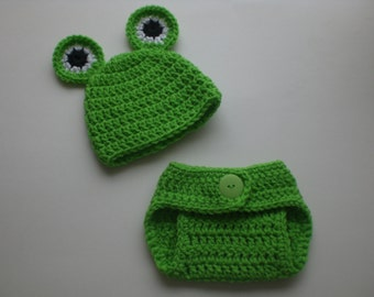 Crochet Newborn frog hat and diaper cover