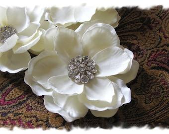 Wedding Hair Flower, Ivory Magnolia Bridal Hair Flower Clip, Floral Bridal Hair Comb, Wedding Headpiece Flower, Wedding Hair Piece, No. 202I