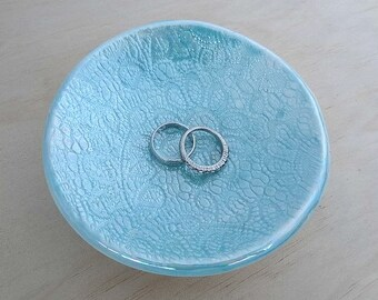 Turquoise ceramic ring dish with pearl luster finish. Porcelain ring holder. Wedding ring pillow, jewellery holder. Round ring dish
