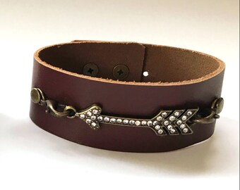 Brown Leather Bracelet with Rhinestone Arrow