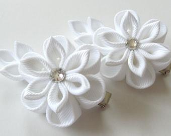 Kanzashi  Fabric Flowers. Set of 2 hair clips. White kanzashi flowers. White girl hair clips.