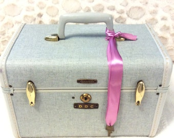 Rare Vintage 1950s SAMSONITE Train Case with Key Light Blue Gray with Gold Inside Travel Makeup Cosmetic Luggage Carry On Storage Case