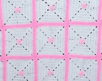 Crocheted baby blanket - Granny squares in pink and white