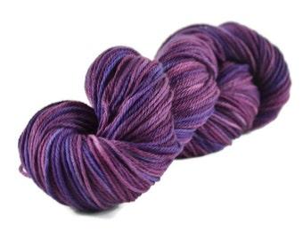 Merino Worsted Yarn, Superwash Merino yarn, worsted weight yarn, merino yarn, 100% Superwash Merino, purple, purple tonal yarn - Raisins