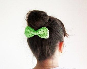 Green crochet hair bow, lime green hair bow, Girls hair bow clip, Crochet green bow clip, Cute hair bow, Girl's hairbow, Sock bun bow