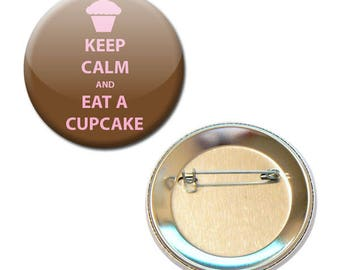 Badge is Keep Calm and Eat A Cupcake Ø 56 mm Pin Button