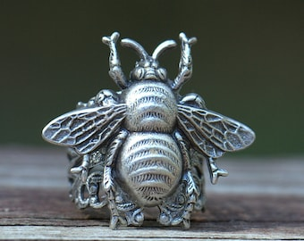 Silver BEE RING. Adjustable size. Size 4 4.5 5 5.5 6 6.5 7 7.5 8 8.5 9 9.5 10 10.5 11 Save the Honey Bee botanical Flower. Nature lover gift