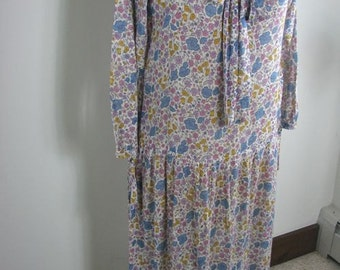 1920s Summer  Lawn Cotton Floral Dress...size Medium / Large