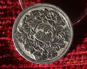 Coin of 1 guilder of 1860 silver, hand-carved artisanally with a chisel