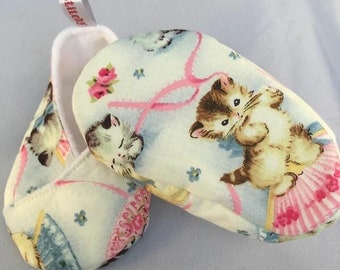 Kitten Baby Booties Crib Shoes Cats Girls Japanese Fan Kimono Pink 3-6 months