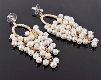 Earrings cluster pearls and rhinestones