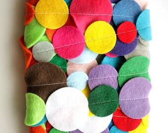 Bright and Colorful Rainbow Felt Circle Garland / Rainbow Decoration / Party Garland / Nursery Playroom Decor / Birthday Party / Celebration