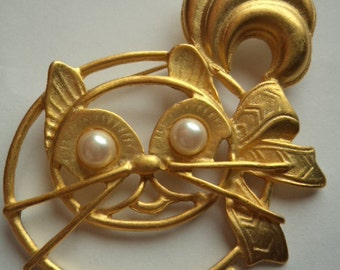 Vintage Unsigned Goldtone Cat with Faux Pearl Eyes Brooch/Pin   Large