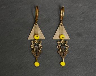 Earrings sleepers Baroque, yellow and Tan geometric triangles