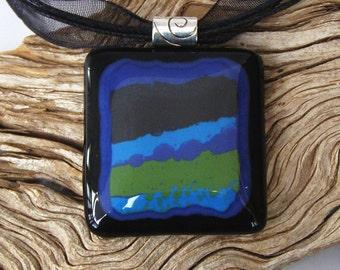 Abstrait en verre fusionné pendentif collier - Vert Olive - bleu - noir - bijoux en verre fait à la main