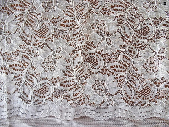 Scalloped edge lace fabric, off white