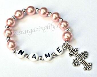 Rosa Perle und Silber Armband personalisierte Namensarmband mit Kreuz Anhänger Kind Schmuck Ostern Mitbringsel Kleinkinder Kid Erwachsenen Größen