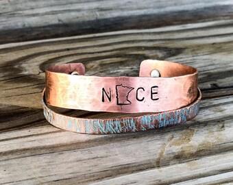 Personnalisé cuivre bracelet manchette, Bracelet en état personnalisé, MN cadeaux pour elle, cadeaux personnalisés de bijoux pour elle, Bracelet Minnesota, cuivre pour elle