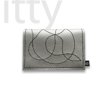 The wallet called itty (shown in SILVER)
