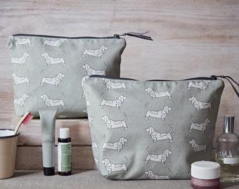 Basset Hound Washbag – Basset Hound Gifts – Wash Bag – Large Toiletry Bag – Make Up Bag – Cosmetic Bag – Makeup Bag – Cosmetic Pouch