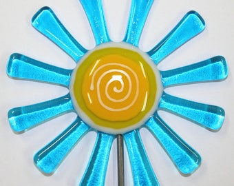Glassworks Northwest - Brilliant Aqua Daisy Flower Stake - Fused Glass Garden Art