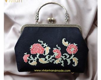 TQT18.913 Hand embroidered clutch