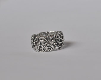 Intricate Detailed, Scroll Designed Sterling Silver Band Ring