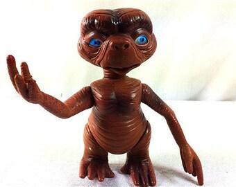 Vintage ET Figurine  - Steven Spielberg ET - 5.5 Inches