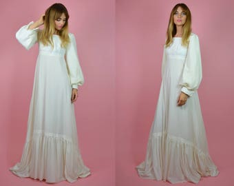 Vintage 1970s Peasant / Bohemian Ivory Wedding Dress