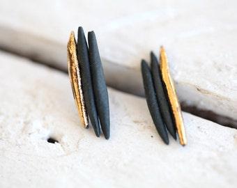 Ariège black, porcelain and gold earrings, glazed. Porcelain jewelry